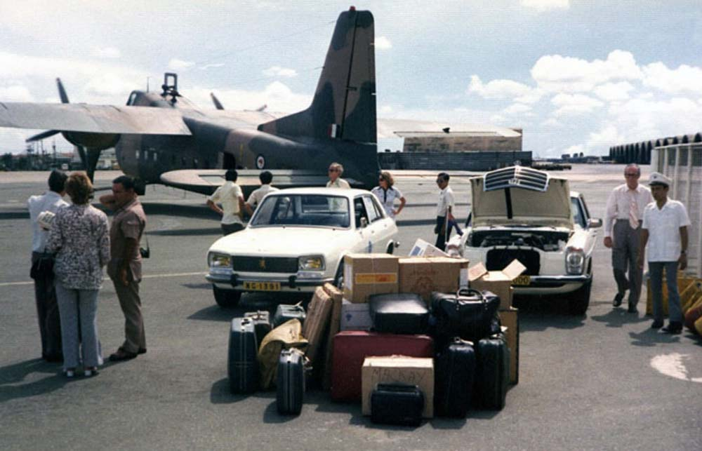 1975 RNZAF Bristol Freighter NZ5907 at Saigon's Tan Son Nhut Airport evacuating 33 passengers including the NZ Ambassador for South Vietnam, Norman Farrell (right). Source: Gary Danvers Collection, Flickr.